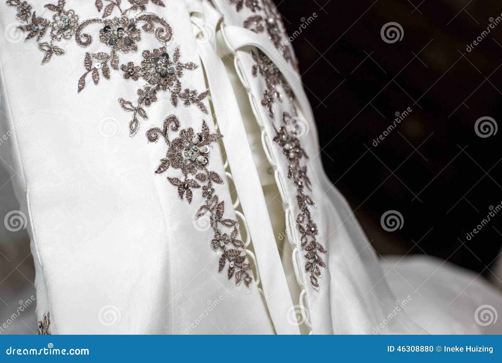 Details van een huwelijkskleding