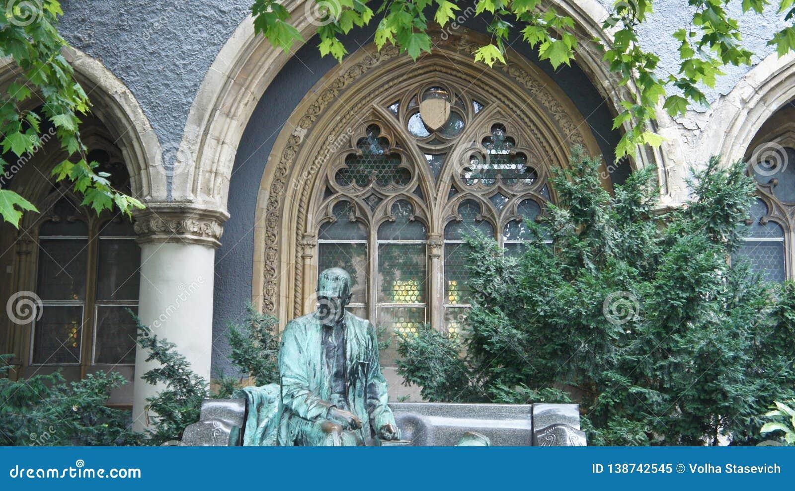Details van Vajdahunyad-Kasteel, beeldhouwwerk van een mens, mooie architectuur, Boedapest, Hongarije