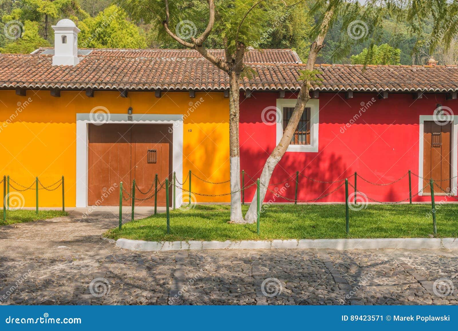 Detalhe arquitetónico na casa colonial na Guatemala de Antígua