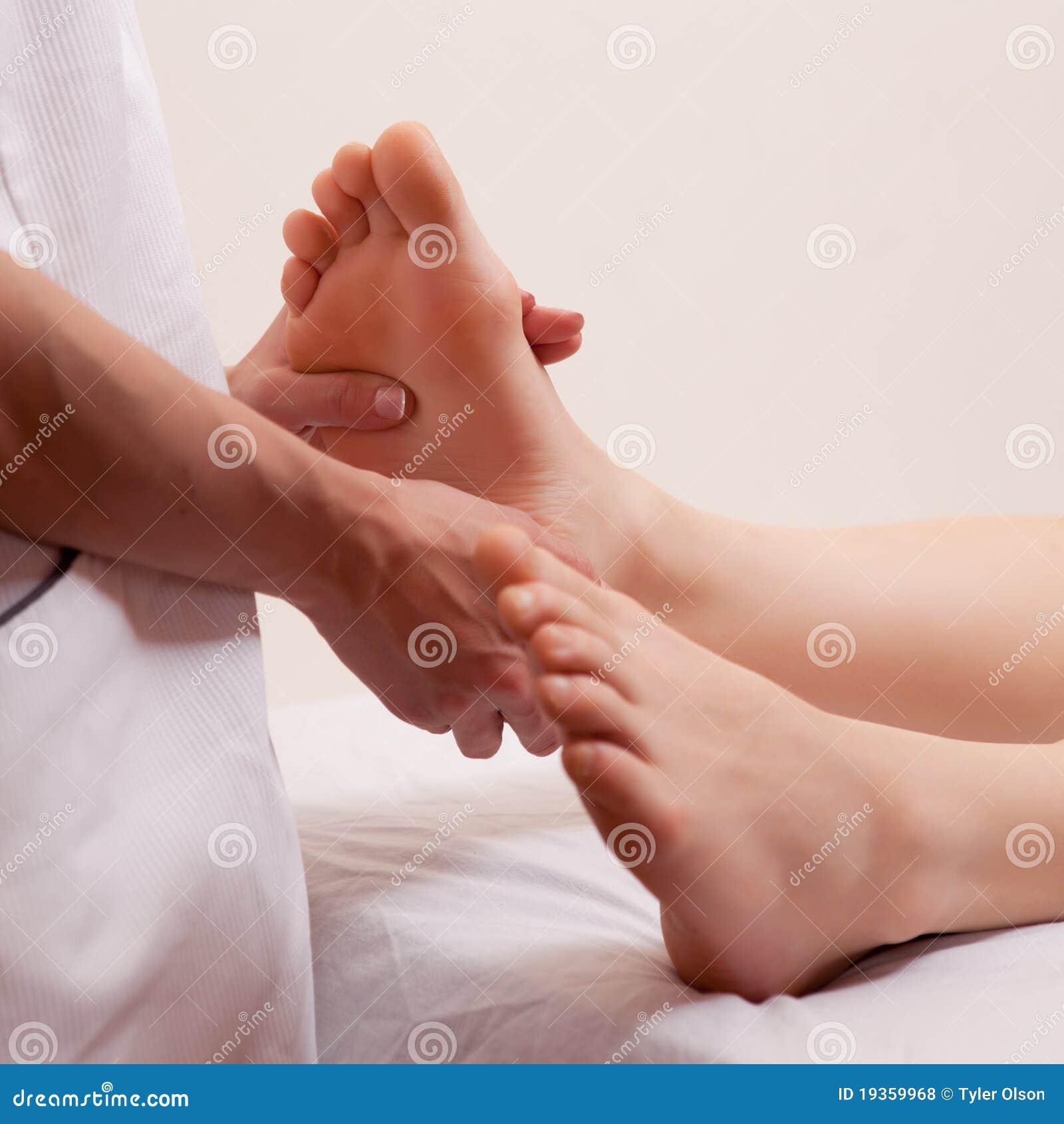 Detalhe da massagem do pé