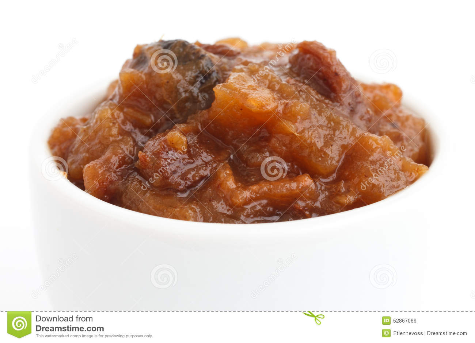 Detalhe de chutney áspero do fruto no prato branco