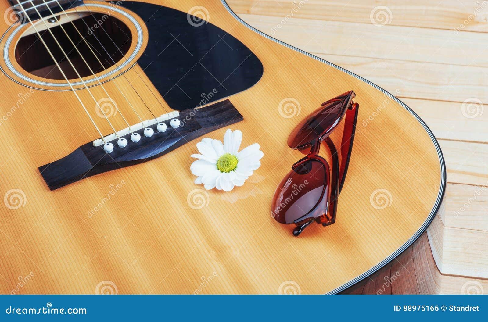 Detalhe de guitarra clássica com profundidade de campo rasa