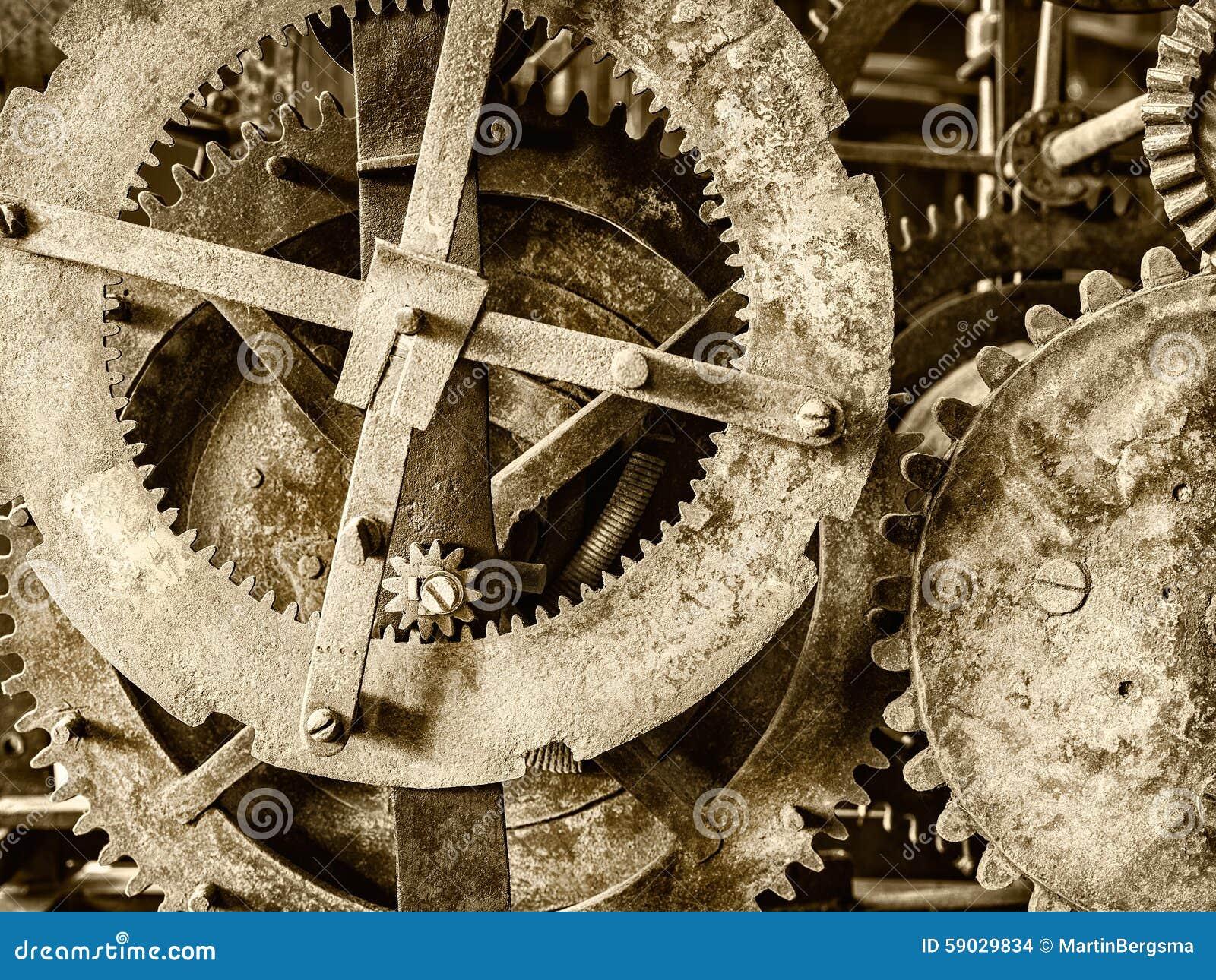 Detalhe de um mecanismo antigo oxidado do pulso de disparo da igreja