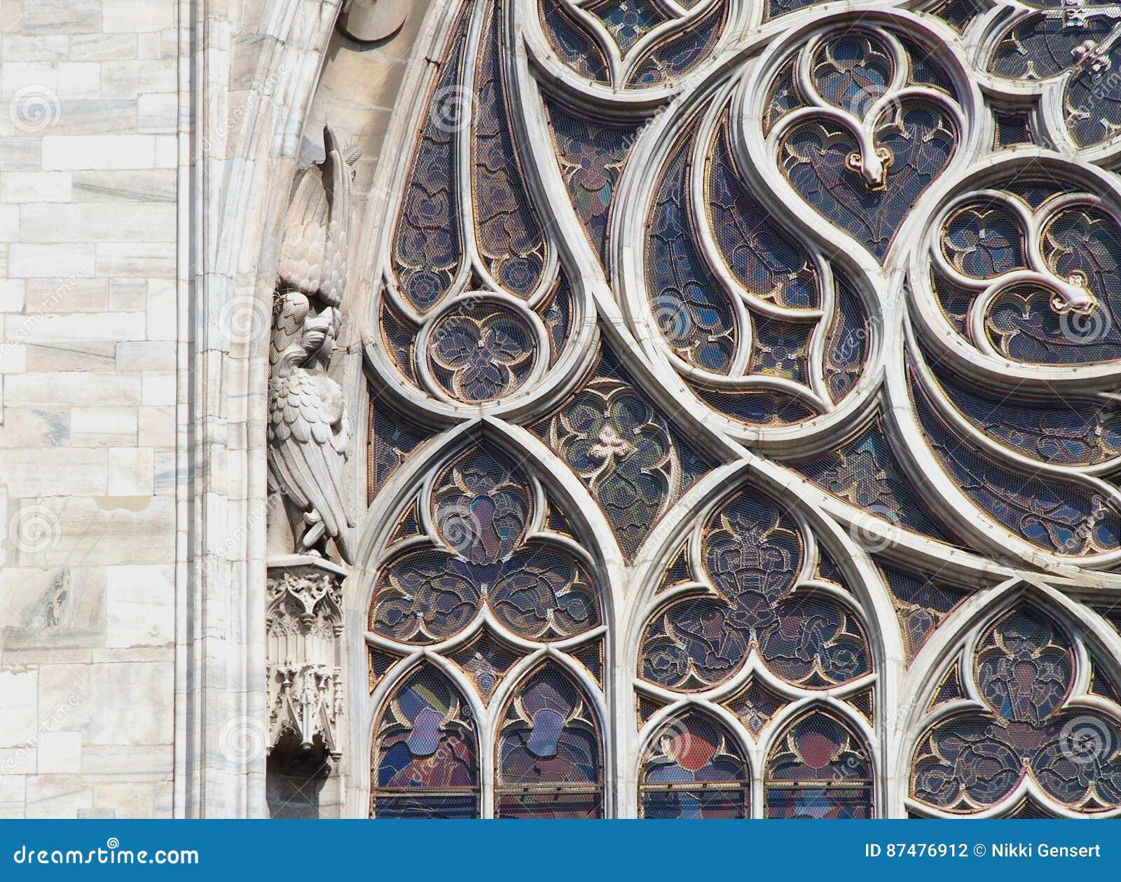 Detalhe de uma janela de vitral em Notre Dame em Paris
