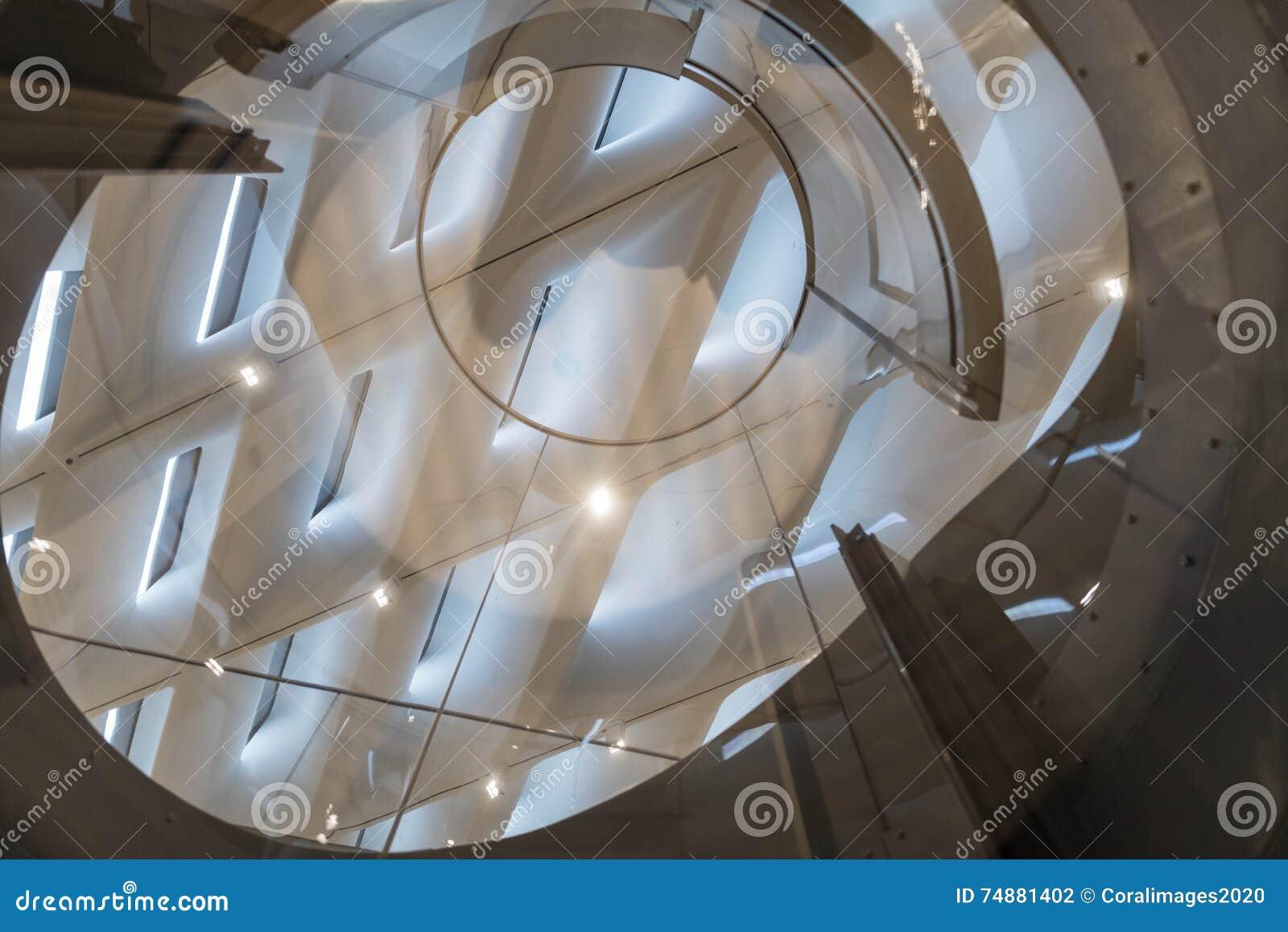 Detalhe interior do teto de Art Museum contemporâneo largo