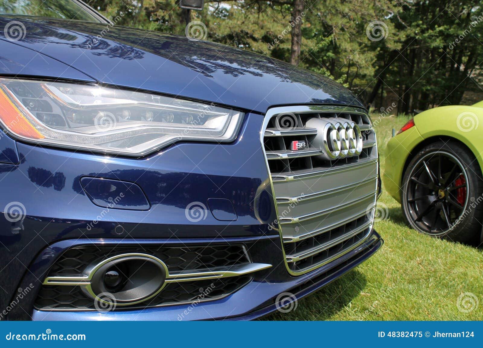 Detalhe moderno da parte dianteira do carro de esportes
