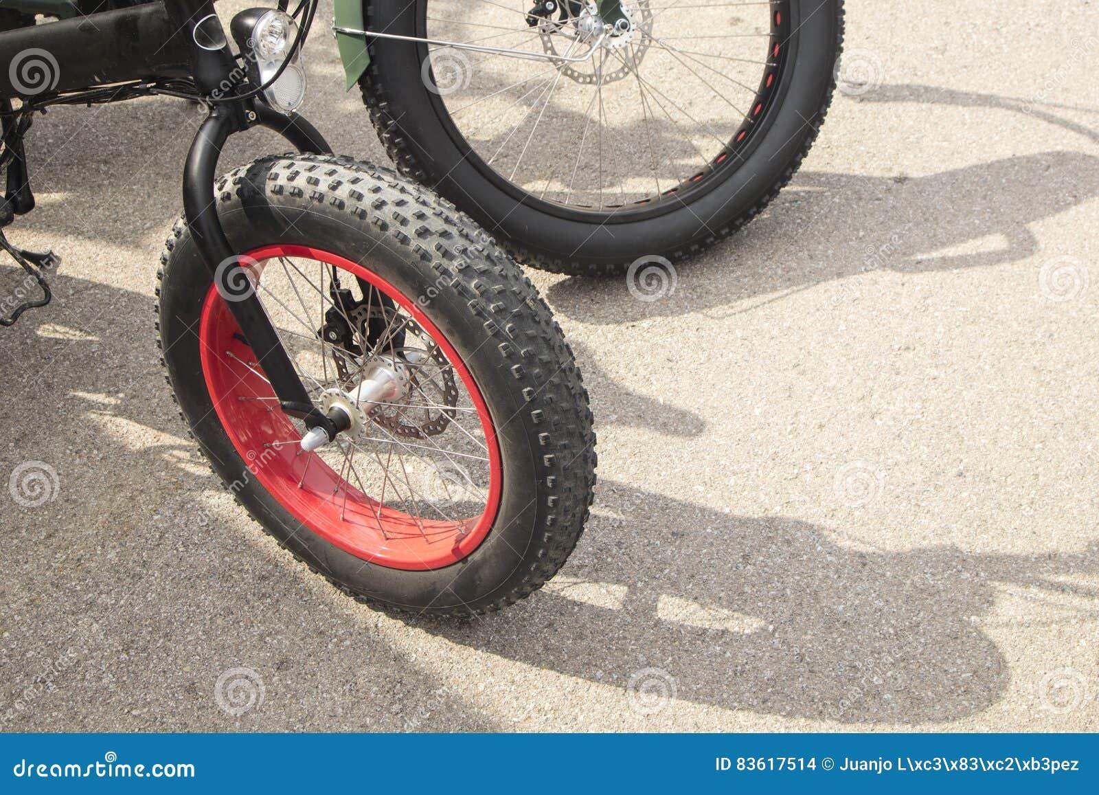 cykel med stora hjul