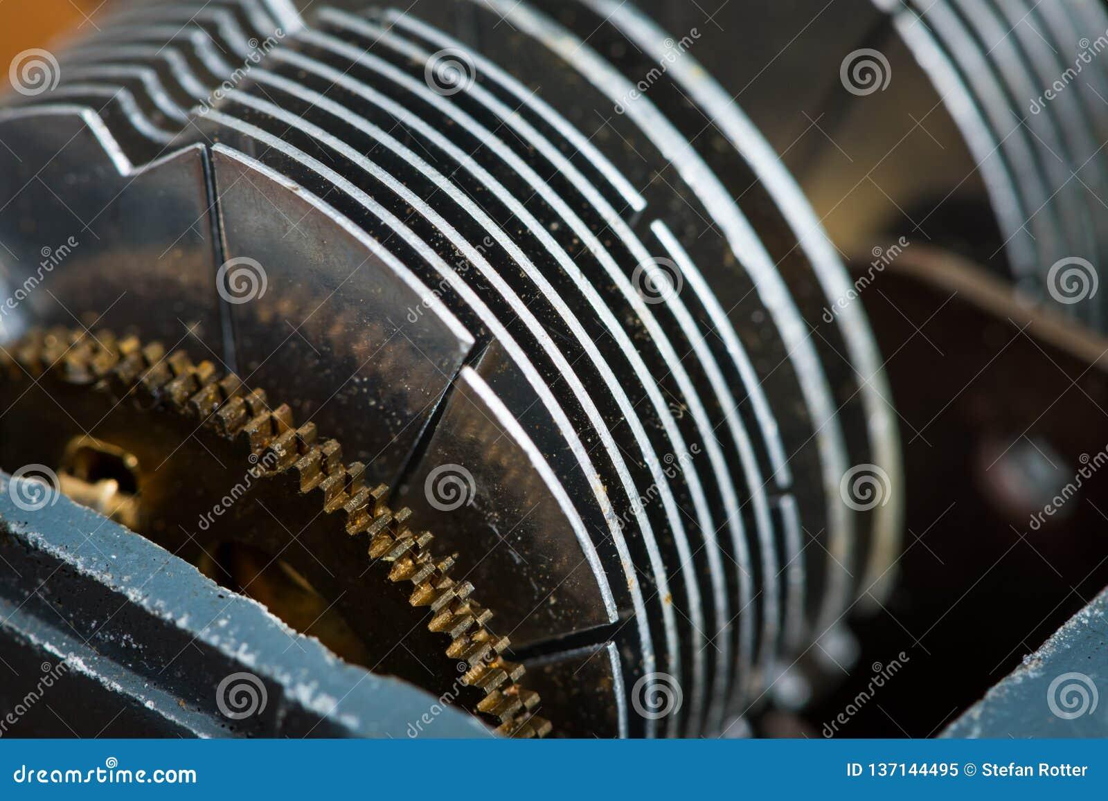 Detalj av en gammal roterande variabel kondensator