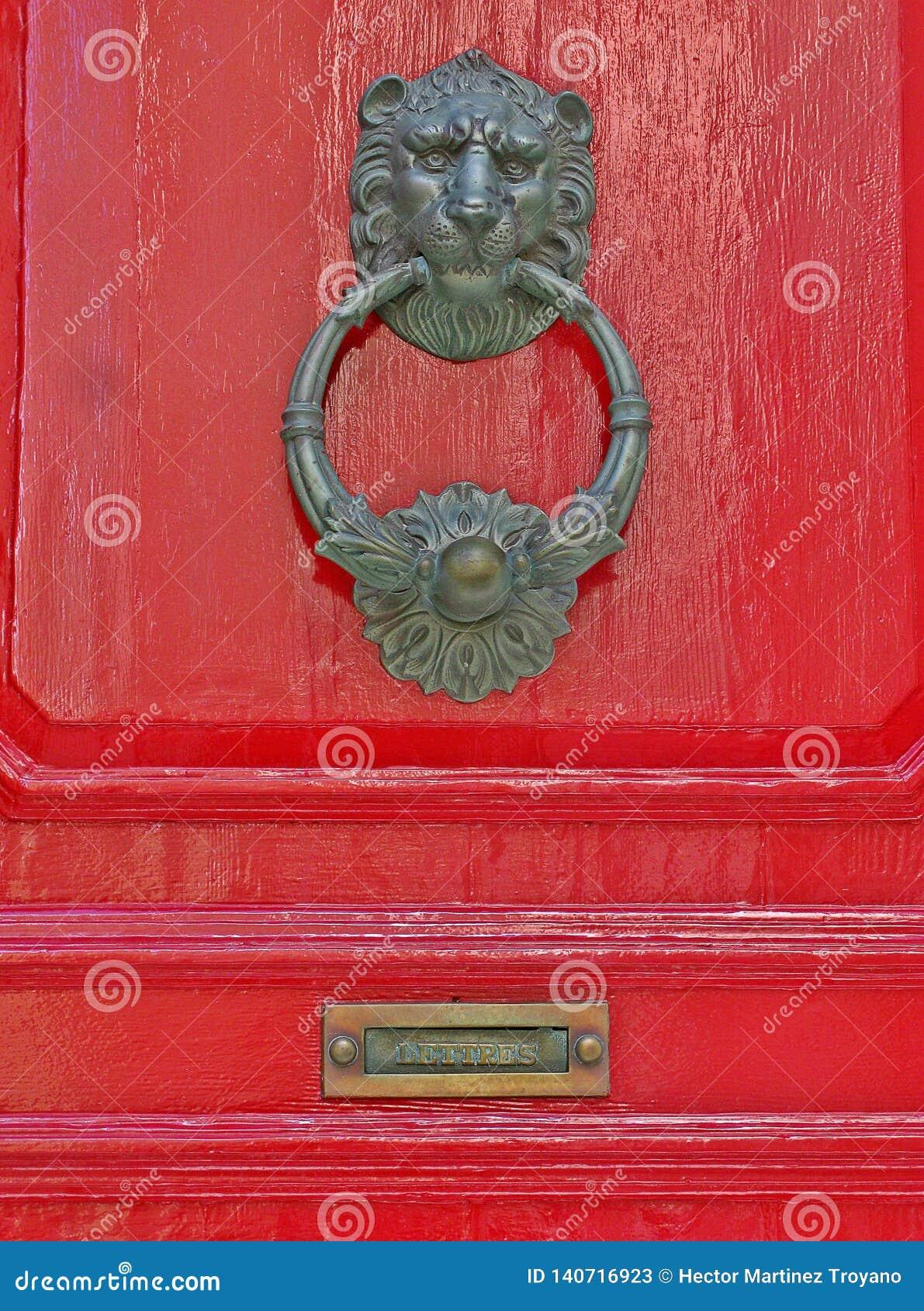 Detalj av knoppen av en typisk dörr av Malta