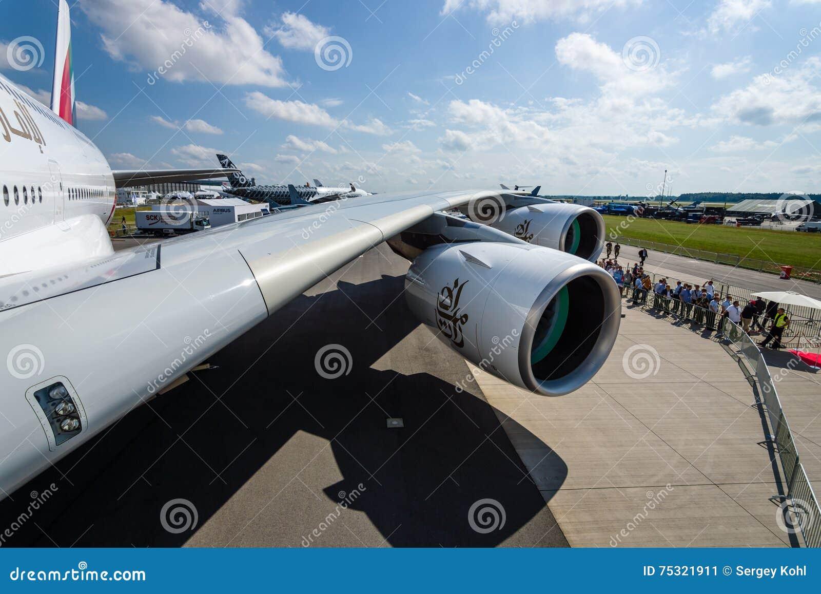 Detalj Av Vingen Och En Turbofan Motor Alliance Gp7000 Av