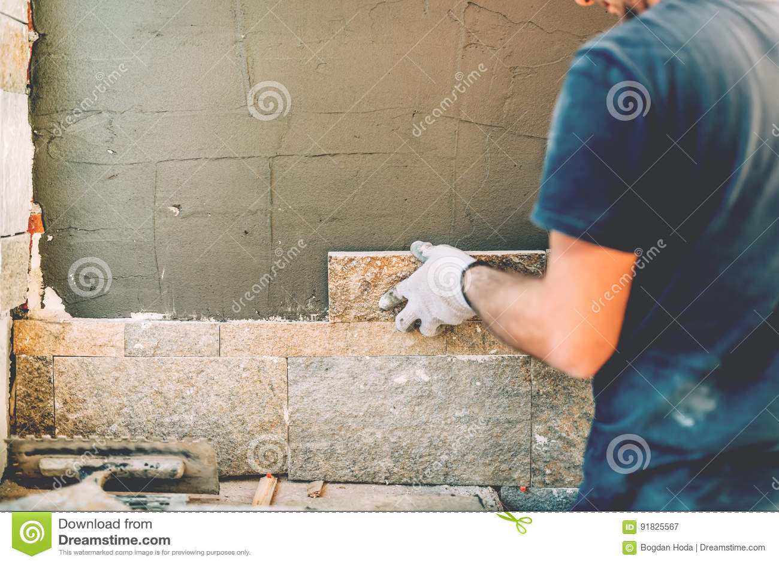 Detaljer av byggnadsarbetaren på byggnadsplats