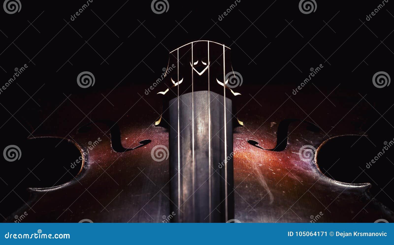 Detaljer av den gamla violoncellen