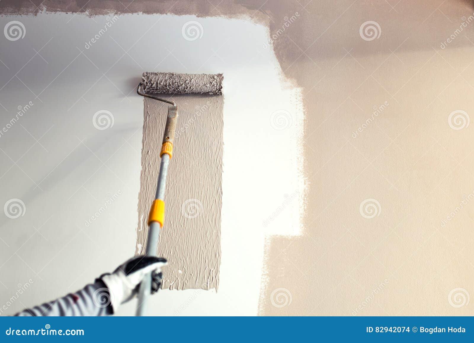 Detaljer Av MÃ¥lningväggar, Industriarbetare Som Använder Rullen ... : måla väggar : Inredning