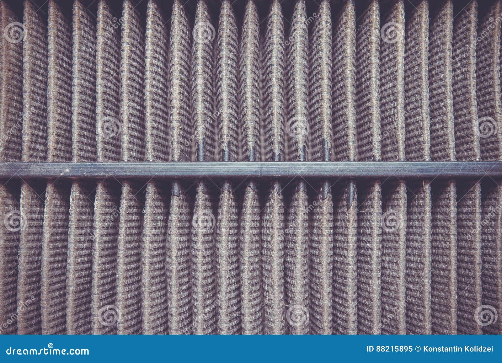 Detaljerat fragment av smutsig yttersida för luftfilter