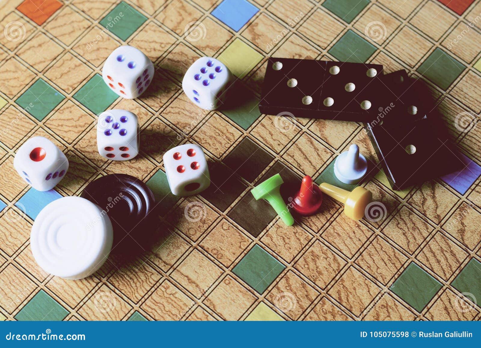 Detalle De Juegos De Mesa De Dominos De Inspectores De