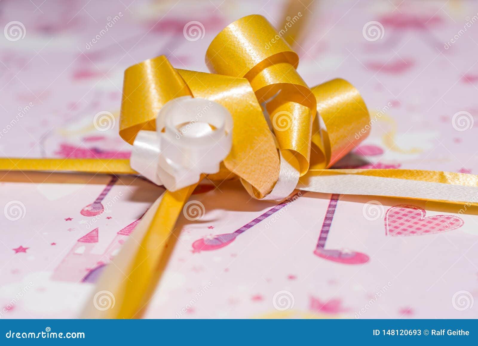 Detalle de un papel de regalo