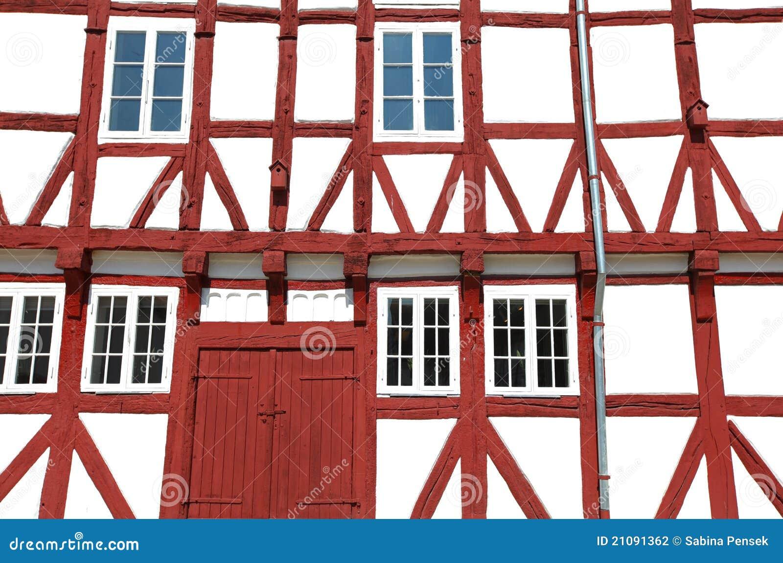 Detalle de una casa escandinava con las vigas visibles for Detalles de una casa
