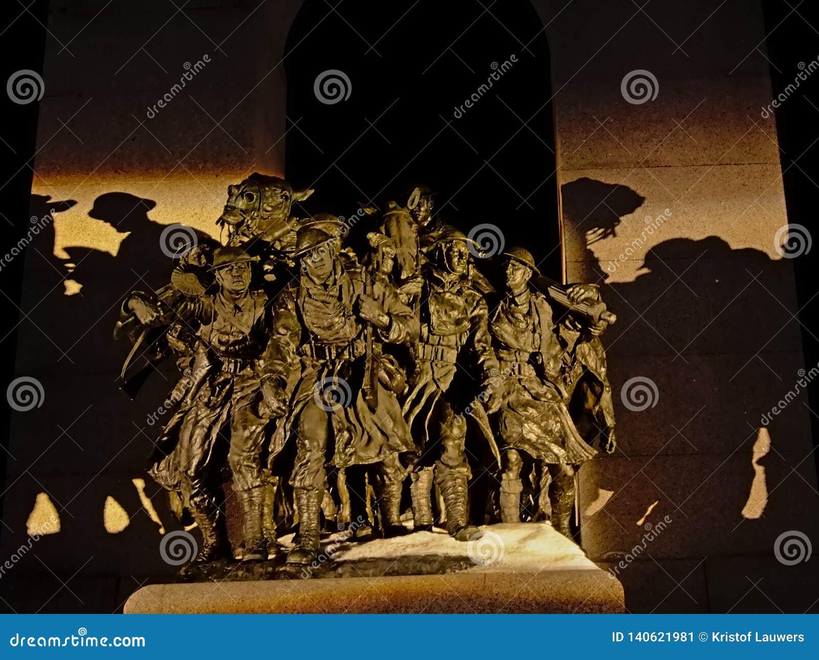 Detalle del monumento de guerra nacional, Ottawa, Canadá, en la noche