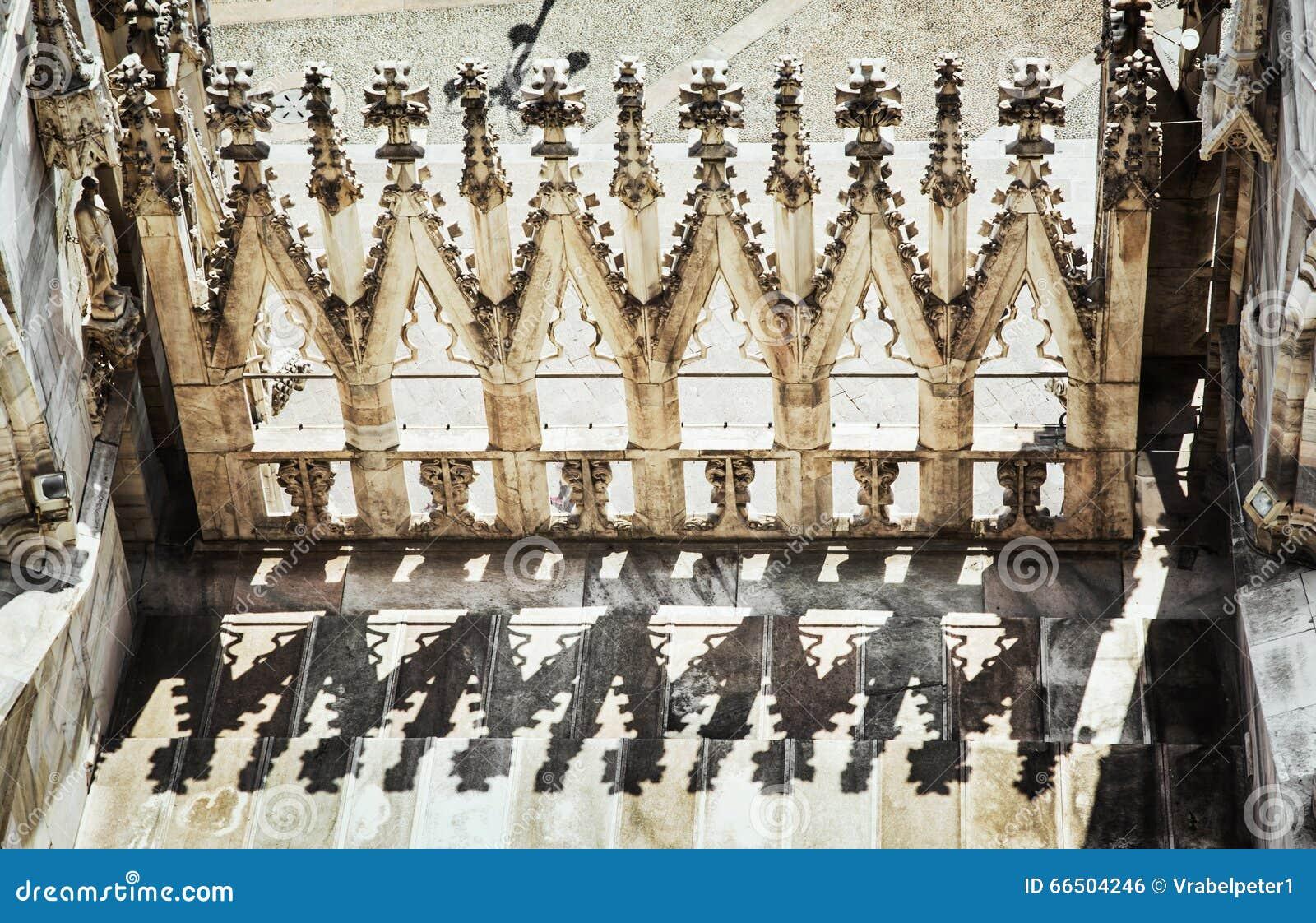 Detalle la foto de la catedral de Milán (di Milano), Italia, archit del Duomo