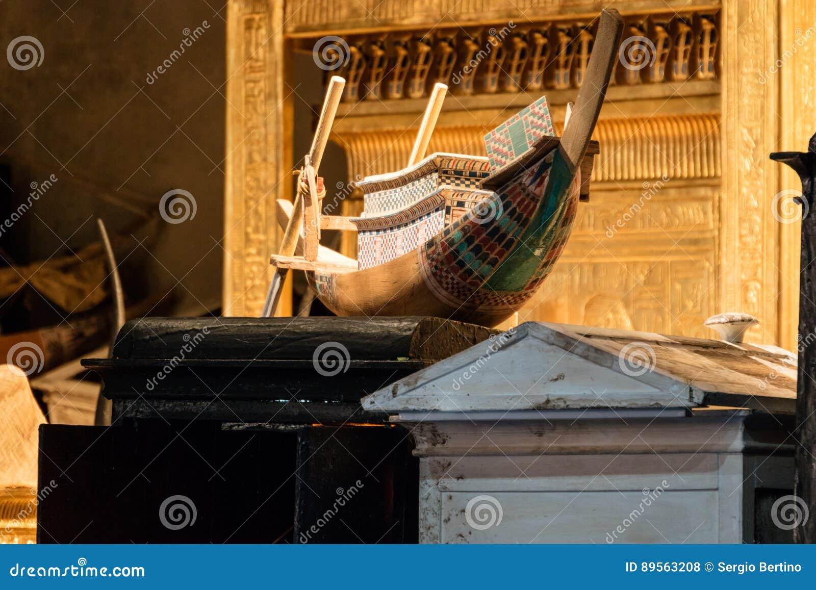 Detalles de un museo egipcio