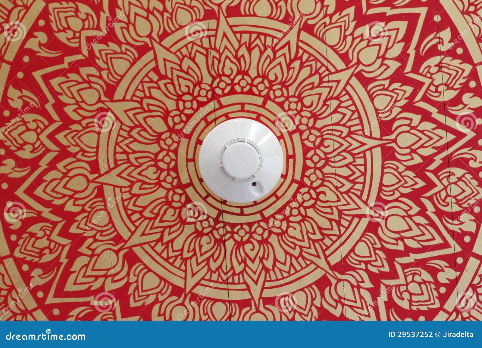 Detector de fumo no teto do teste padrão da arte
