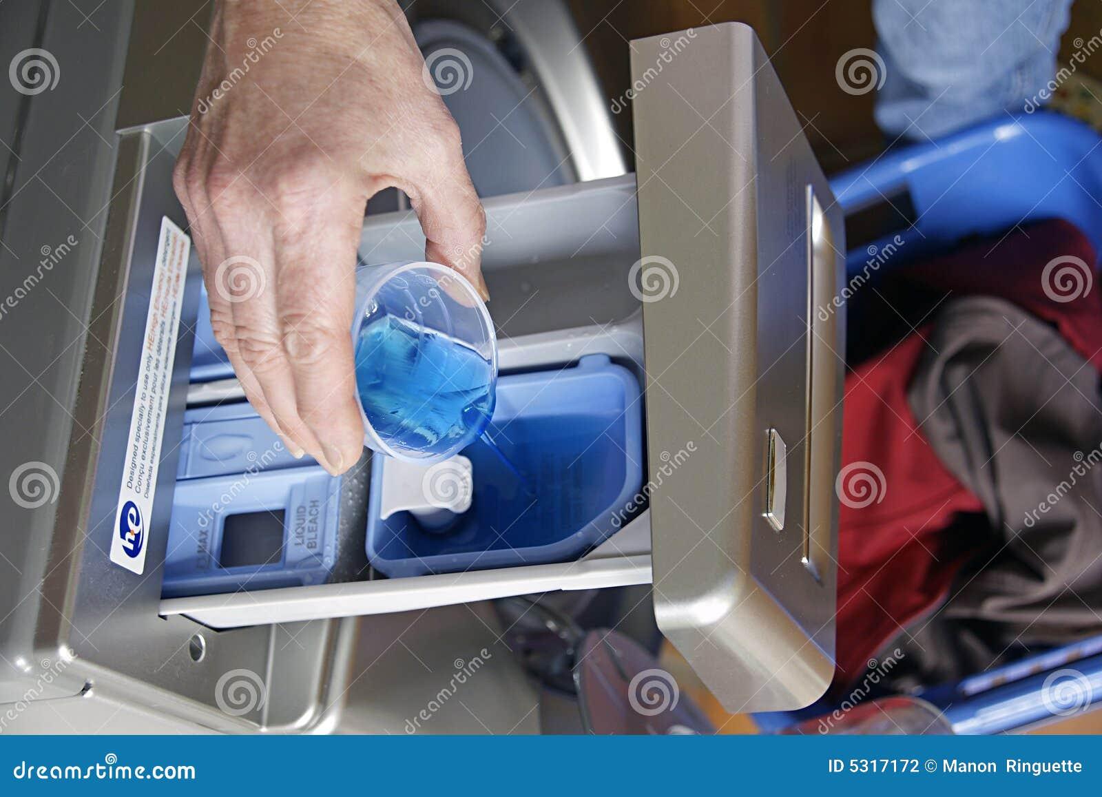 Download Detersivo Di Lavanderia Di Alta Efficienza Fotografia Stock - Immagine di macchina, vestiti: 5317172