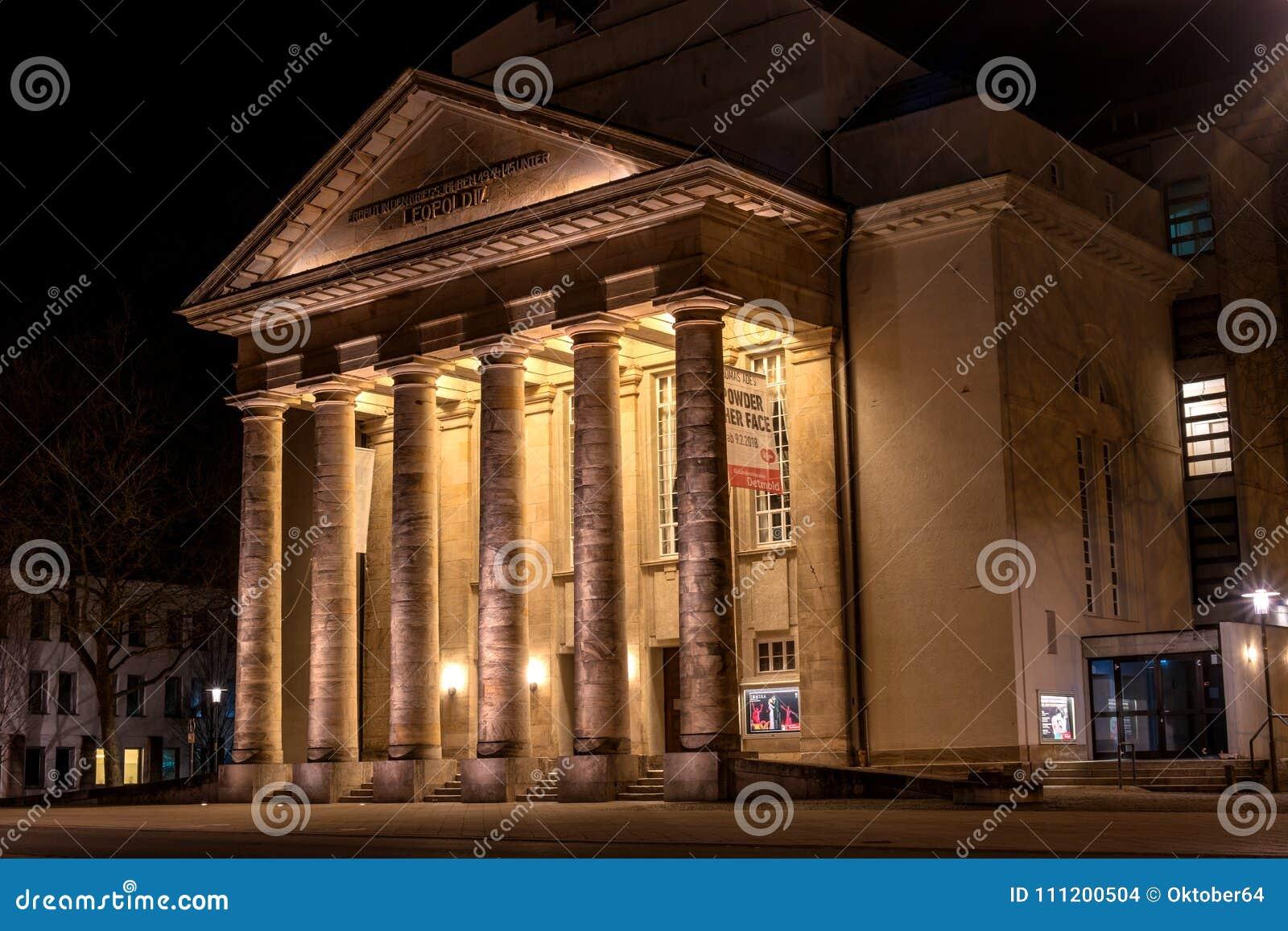 Detmold, Germania - 6 febbraio 2018: Il teatro della città Foto di notte