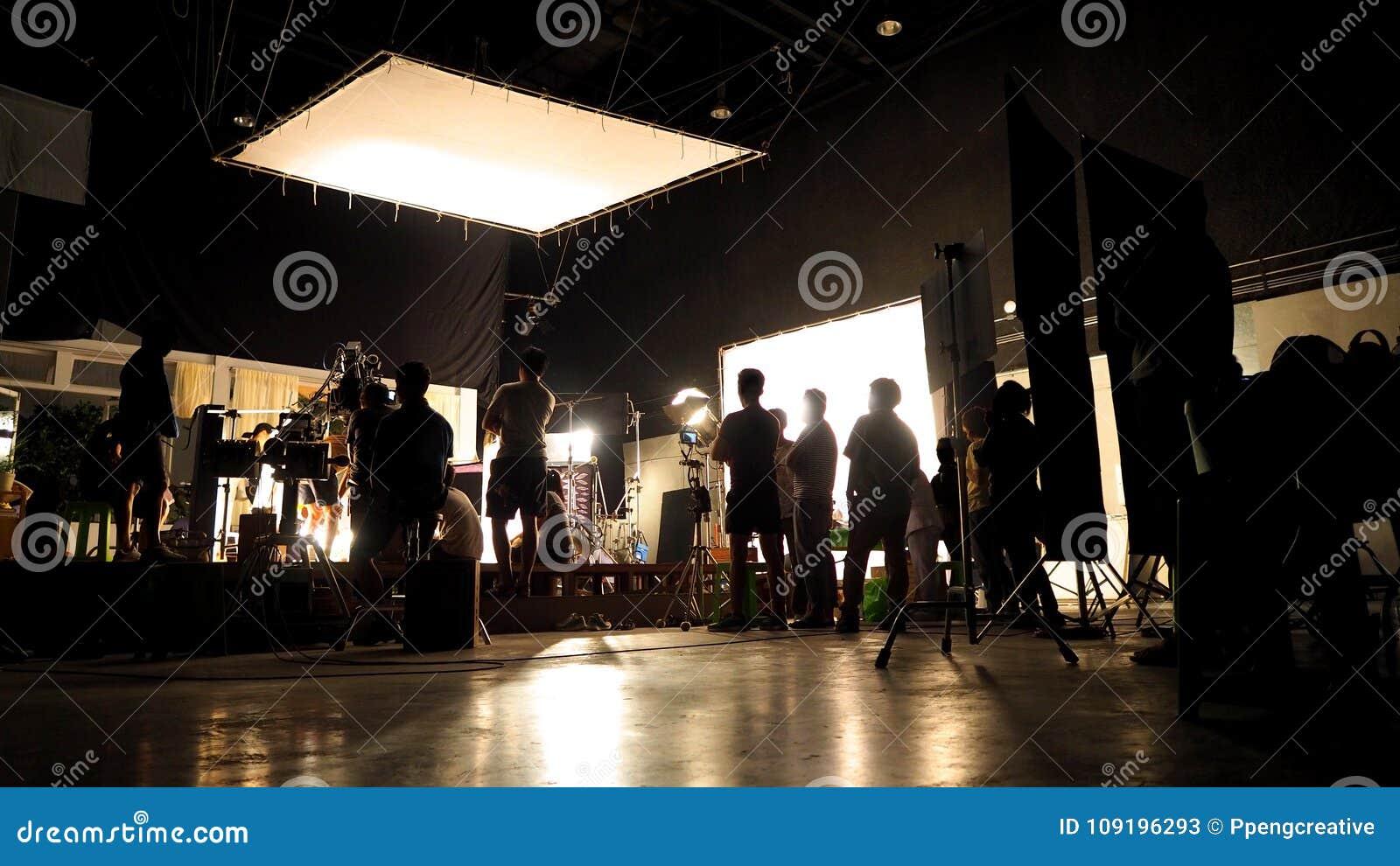 Detrás de las escenas de la silueta video del equipo del equipo de producción del tiroteo
