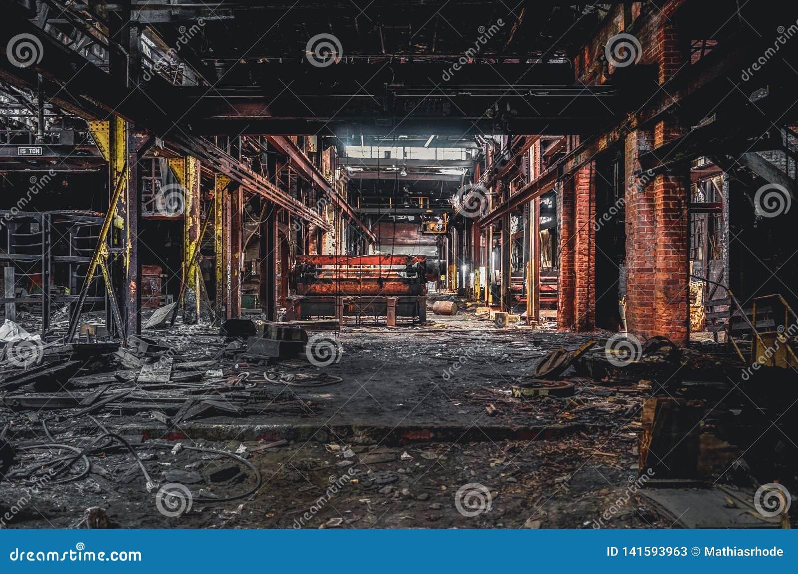 Detroit, Michigan, Stati Uniti - 18 ottobre 2018: Punto di vista di Gray Iron Factory abbandonato a Detroit Detroit grigia