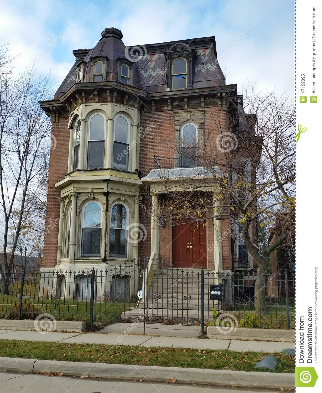 Old Brick Victorian Style Home In Downtown Detroit Michigan Many Of The Surrounding Homes Have Been Abandoned Or Demolished
