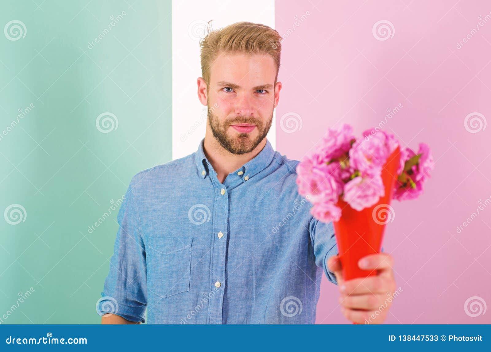 Detta är för dig som är macho, ger blommor som den romantiska gåvan För hållbukett för pojkvän säkra blommor Man som är klar för