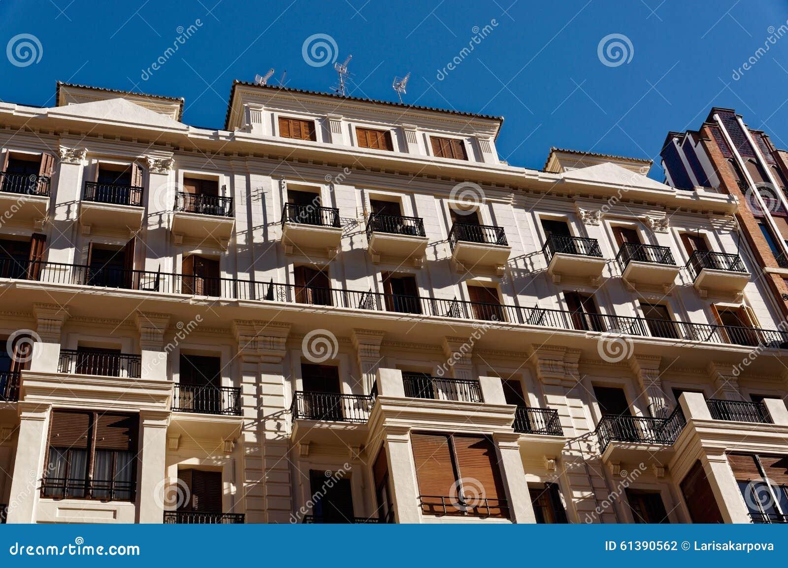 Dettagli architettonici delle case di pietra delle for Immagini facciate case