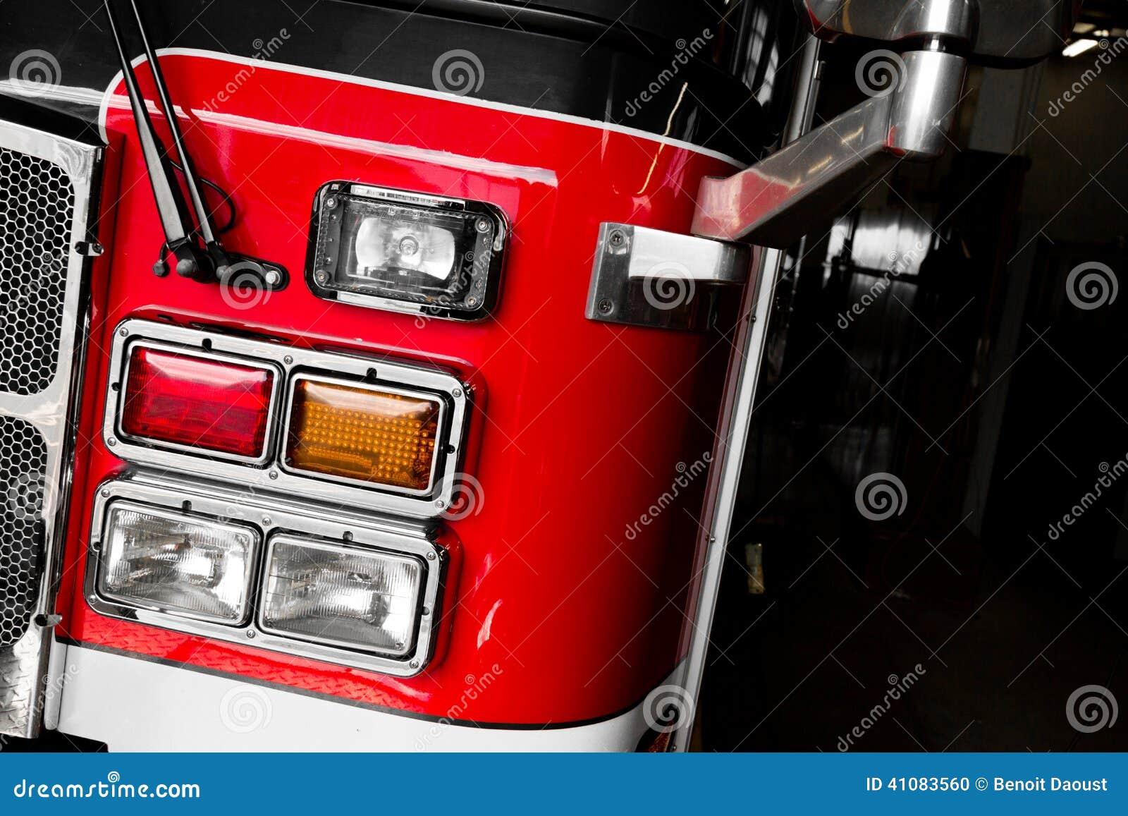 Dettagli del Firetruck della parte anteriore e delle luci