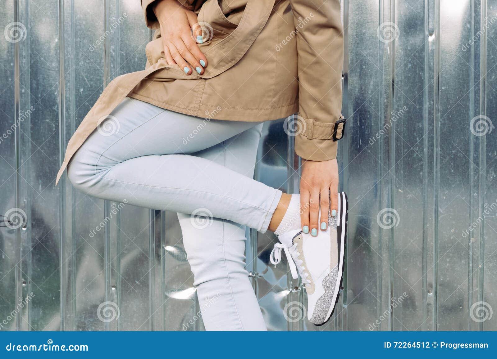 best loved b4877 d7c55 Dettagli Dell'abbigliamento: Ragazza In Cappotto Beige ...