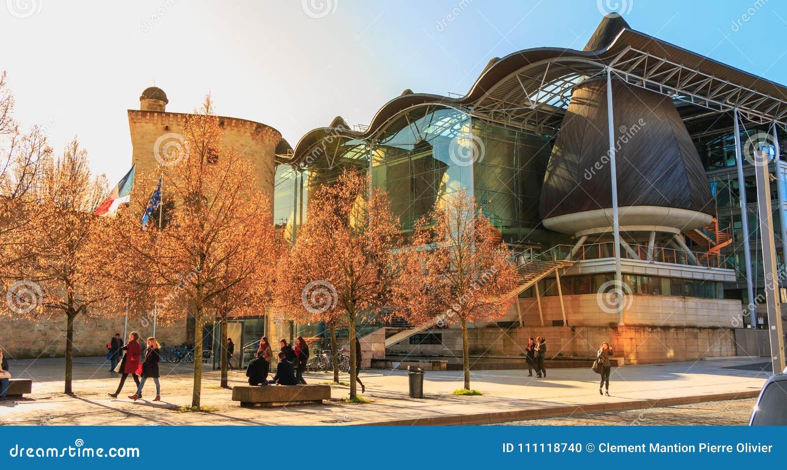 Dettaglio architettonico dell alta corte del Bordeaux