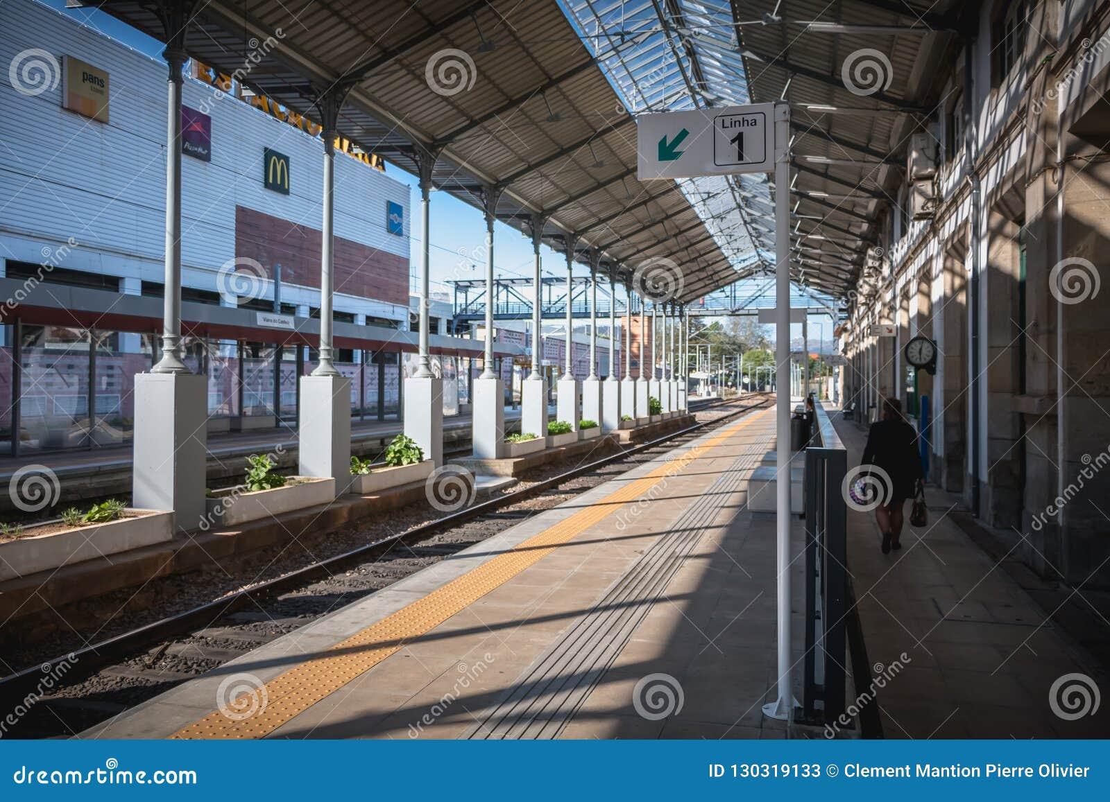Dettaglio architettonico di piccola stazione ferroviaria di Viana do Castelo