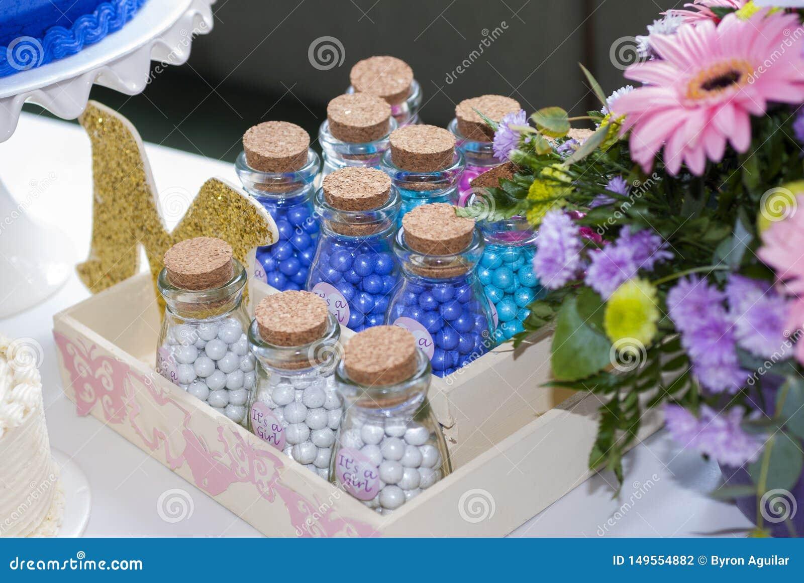 Dettaglio del partito dei bambini della pasticceria, delizia del dolce e spuntini, dessert dolci al partito dei bambini