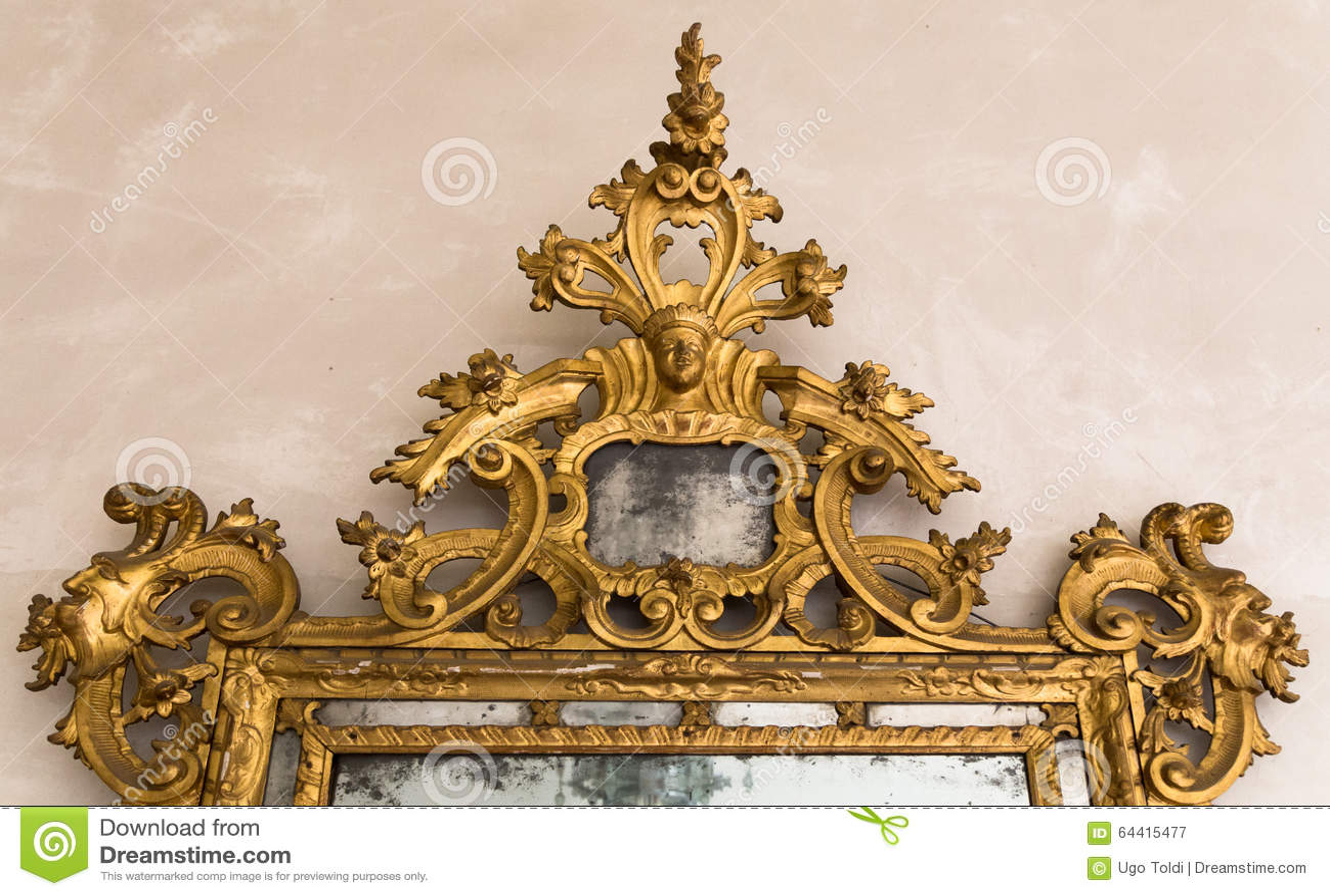 Dettaglio del telaio dorato di uno specchio antico - Specchio dorato antico ...