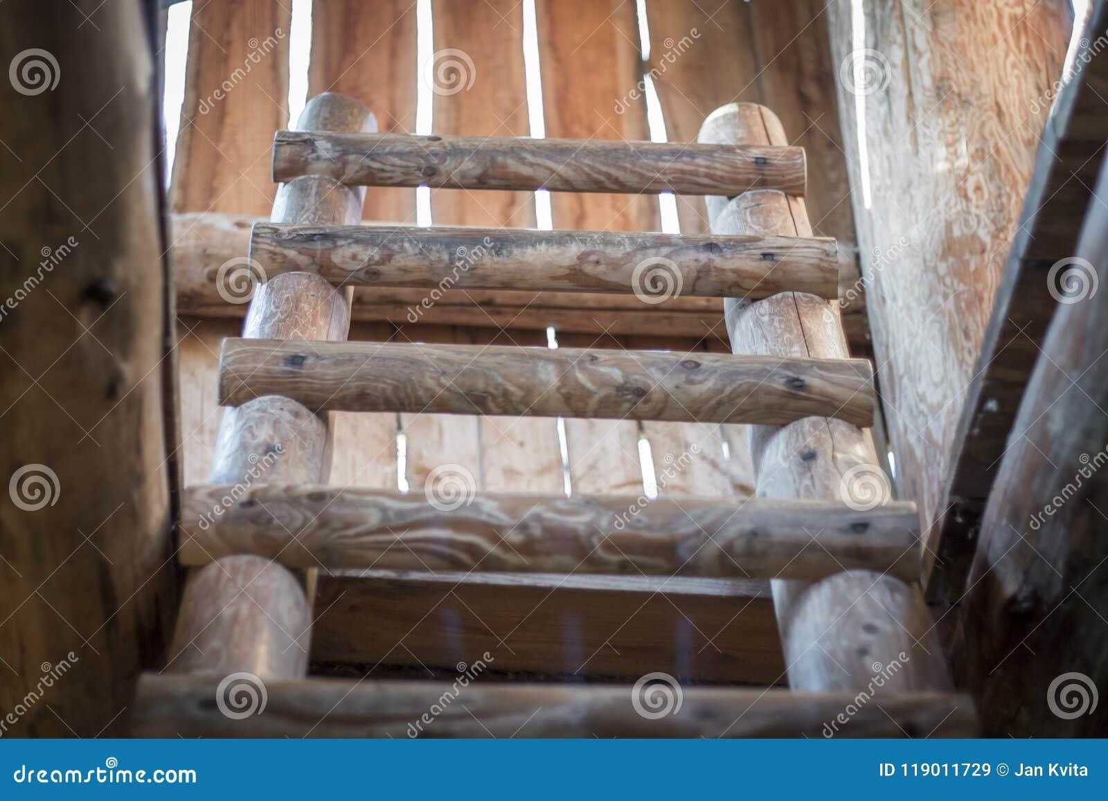 Scaletta In Legno Antica : Porta stile e calore in casa con le nostre scale in legno