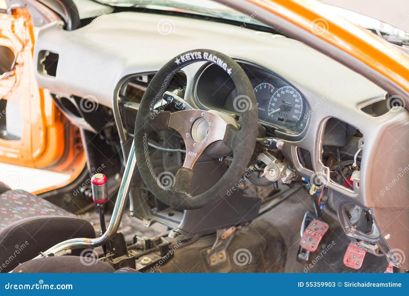 Dettaglio delle vetture da corsa e parte del motore di automobile