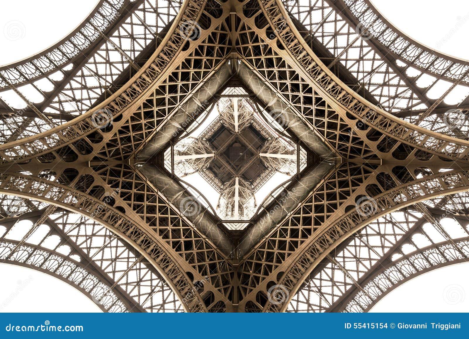 Dettaglio di architettura della torre Eiffel, vista dal basso Angolo unico