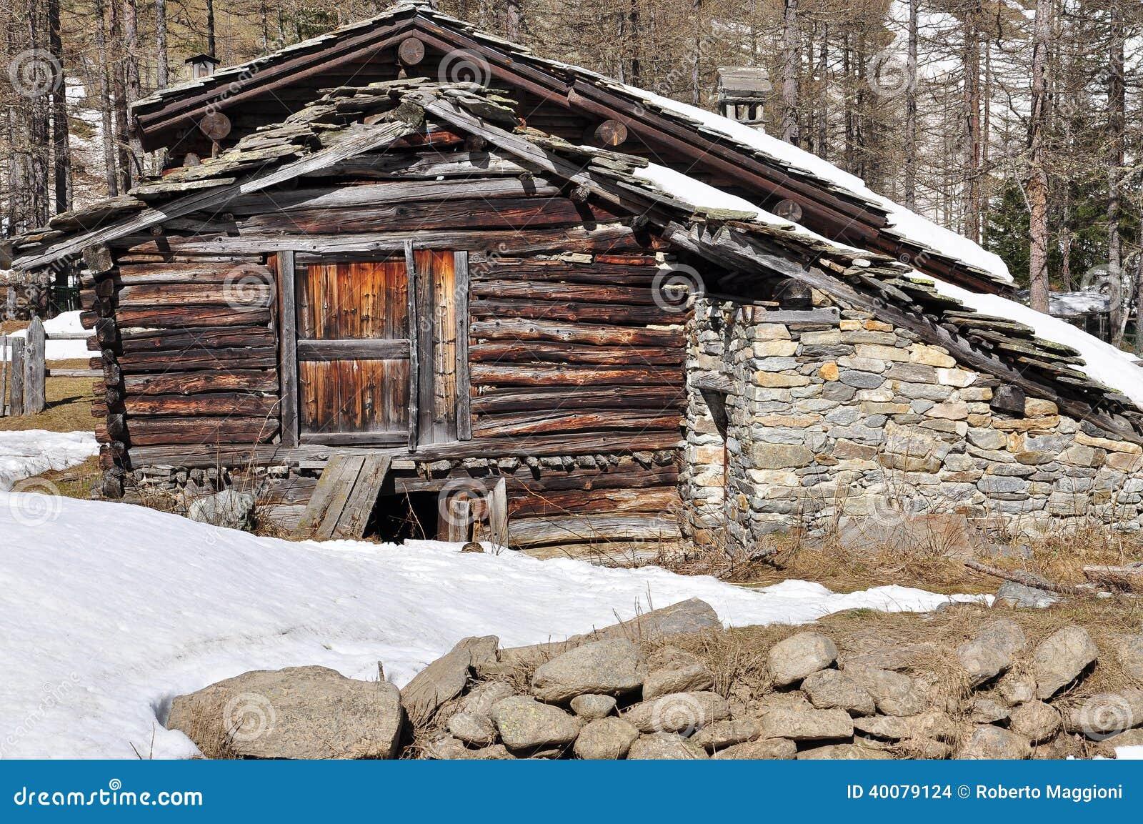 Dettaglio di legno tradizionale di architettura della for Casa in legno tradizionale