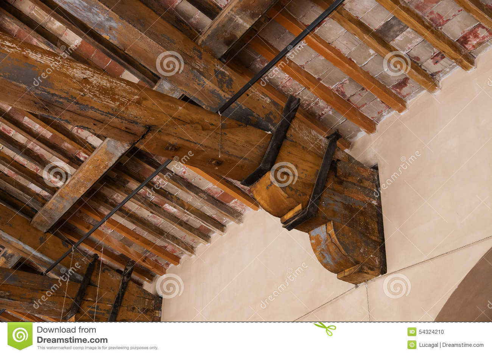 Dettaglio di un fascio di tetto di legno fotografia stock - Tetto in legno interno ...