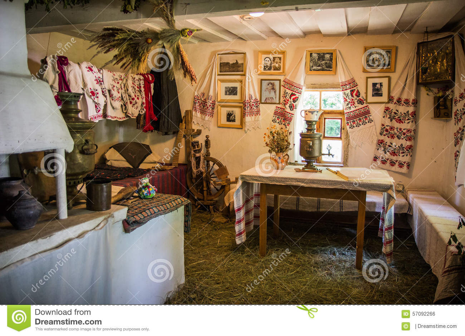 dettaglio interno della casa antica ucraina in pirogovo
