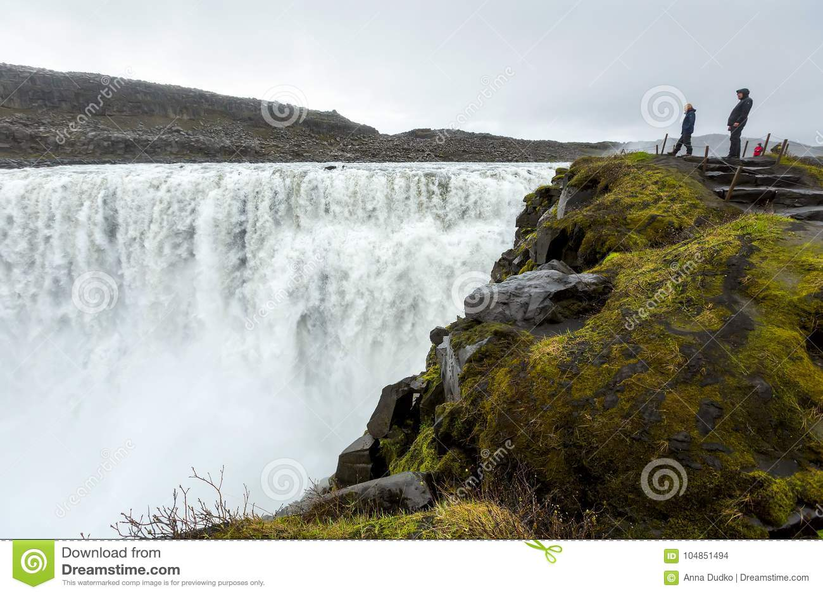 Dettifoss - a cachoeira a mais poderosa de Islândia