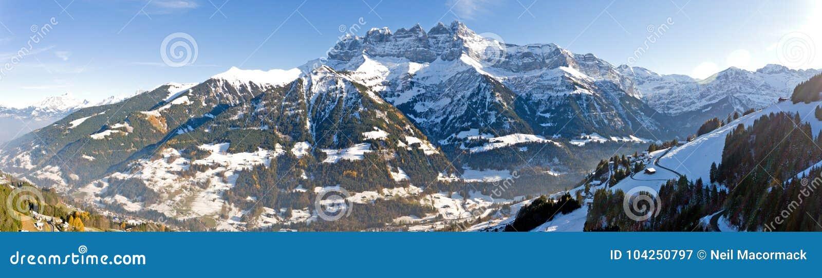 Deuken du die Midi Champery in Zwitserland overzien