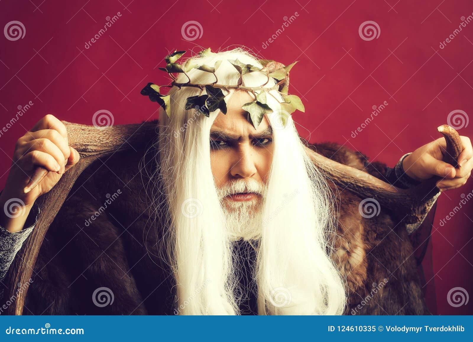 Deus de Zeus com chifres
