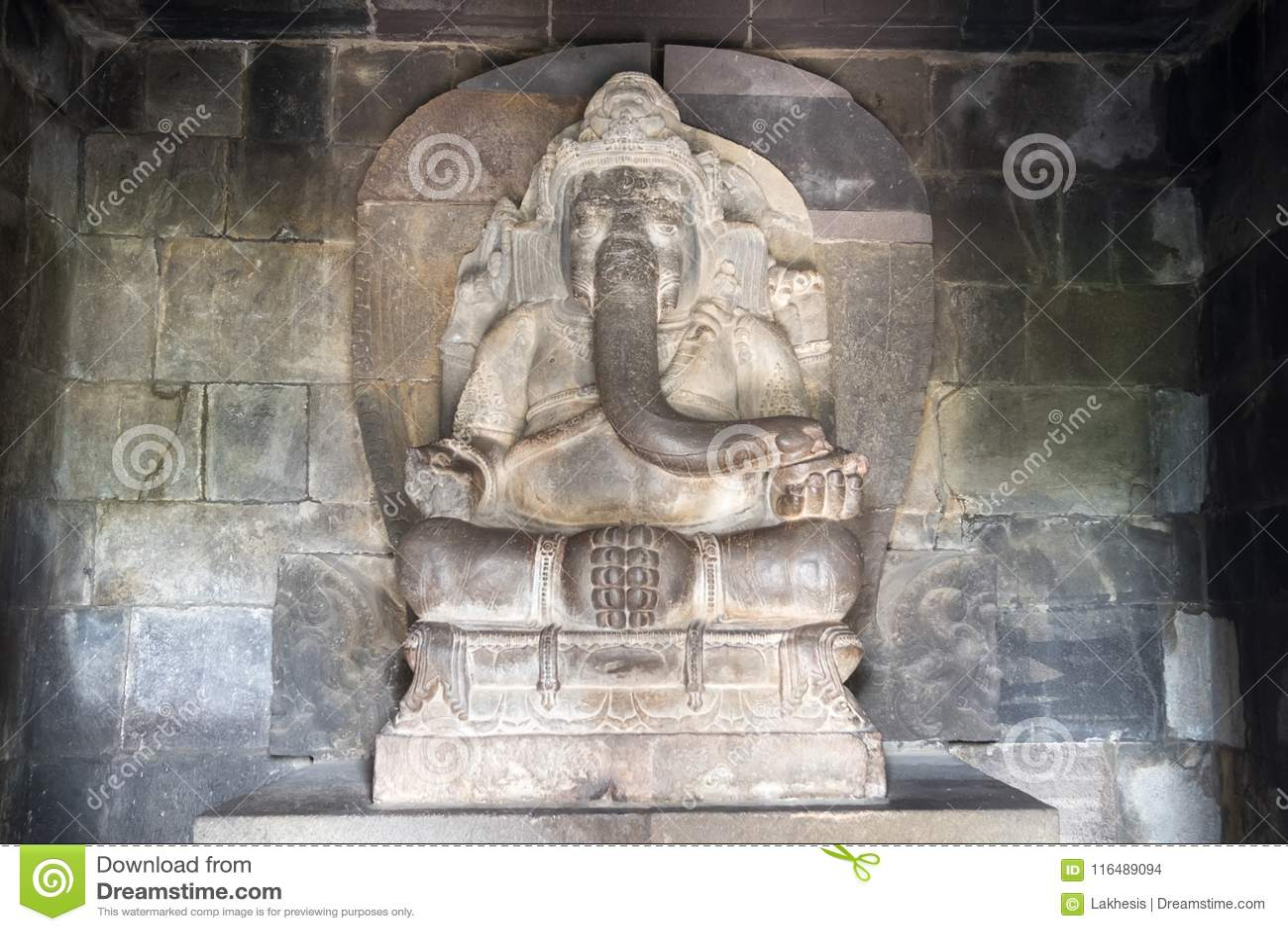 Deus hindu Ganesha no templo de Prambanan indonésia