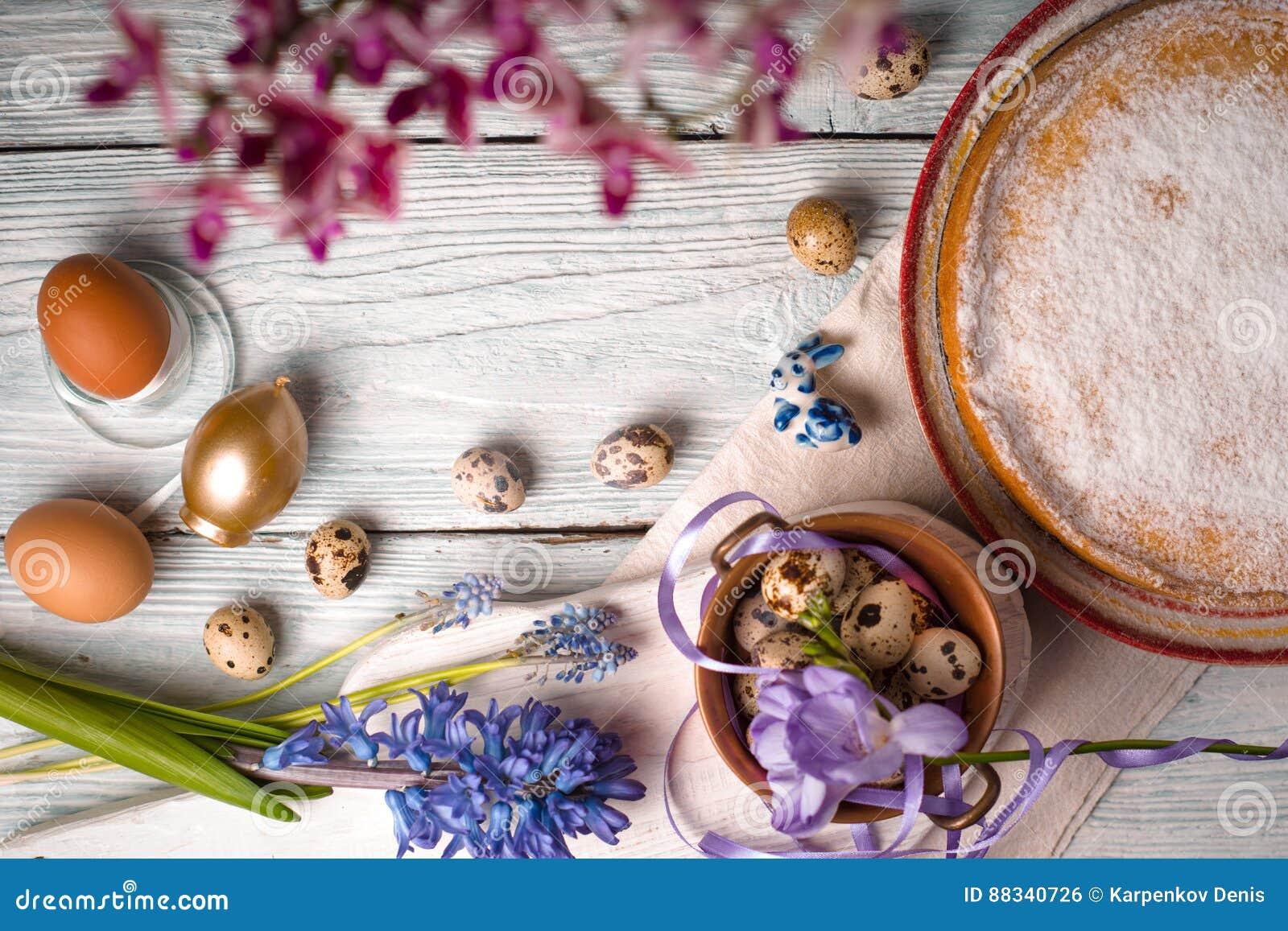 Deutsch Ostern Kuchen Eier Blumen Bänder Kopieren Auf Dem Tisch