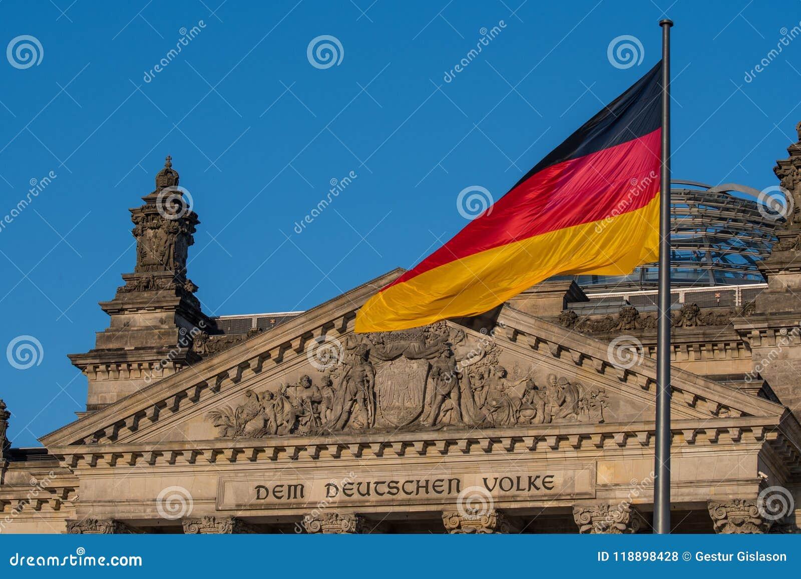 Deutsche Flagge am Parlament